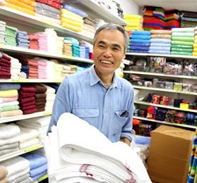 店舗へお気軽にお越しください。実際にタオルを手に取ってお選び頂けます。